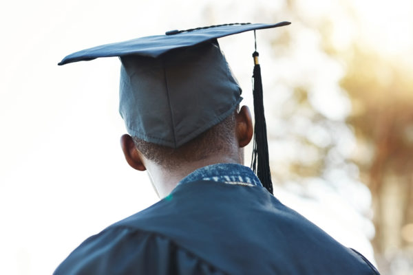 Teacher Helps Student Who Graduated Alone
